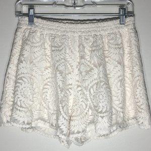 Francescas Alya Women Shorts Med Ivory Scallop Hem
